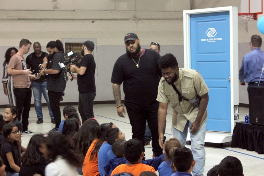 Khalid Donates 10 000 To Boys And Girls Club In Surprise Visit