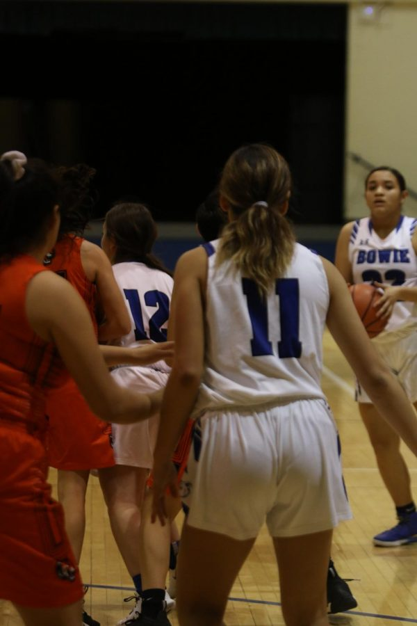 Basketball Girls Receive Loss Against El Paso High